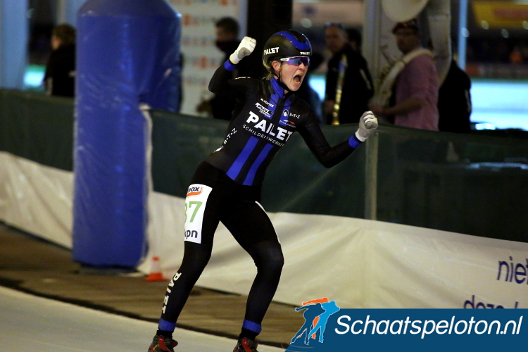 KPN Marathon Cupleidster Elma de Vries rijdt ook volgend seizoen voor Palet Schilderwerken.