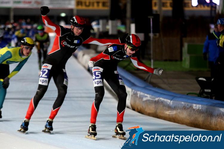 Danny Stam wint de Beloftenmarathon Hoorn, ploeggenoot Joerec Cijsouw wordt derde.