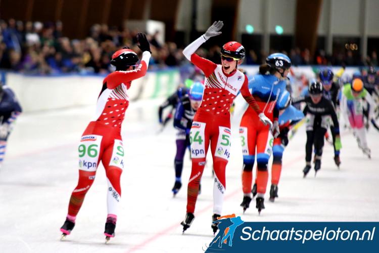 Francesca Lollobrigida wint de eerste etappe in de KPN Vierdaagse en viert het met de tweede wordende Iris van der Stelt.