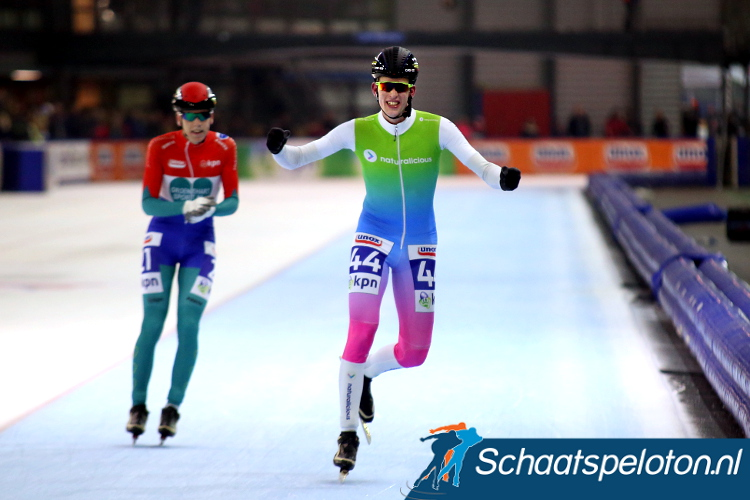 Joeri Klous wint, Niels Overvoorde kon alleen nog maar applaudisseren voor de winst van zijn vluchtmakker.