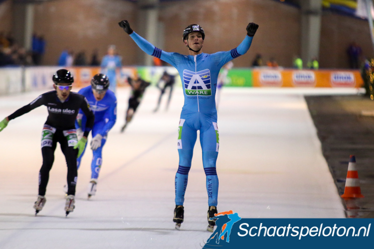 Simon Schouten wint ook Sjoerd den Hertog op plaats drie en Niels Mesu op plaats vier doen goede zaken voor het klassement waar Mats Stoltenborg wegzakt omdat hij de slag mist.