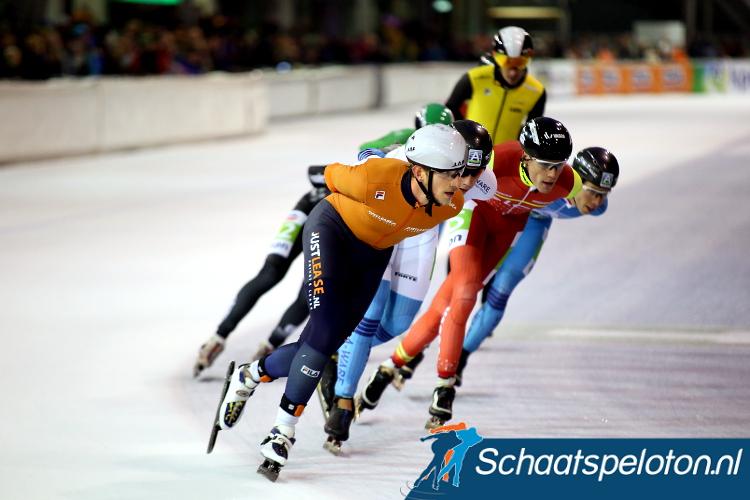 Jan Blokhuijsen reed zaterdag de marathon zonder beennummers. Hij kreeg hiervoor van de jury een gele kaart. Twaalf andere rijders gingen ook met een gele prent in het boekje van de scheidsrechter.