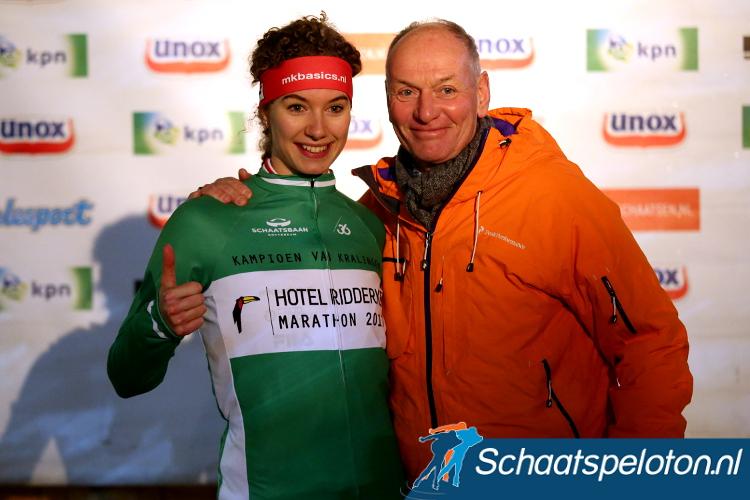 Lisa van der Geest kon in Rotterdam haar verjaardag vieren met marathonwinst. Zij is daarmee de vierde marathonschaatser en de eerste vrouw die dit lukte.
