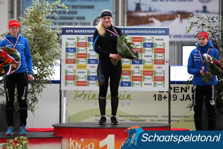 Rachelle van de Griek werd februari 2015 nog Nederlands Kampioene Junioren C, komende winter maakte ze als jongste rijdster haar landelijke debuut.