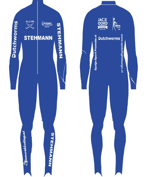 Stehmann kleed zich in haar jubileumjaar volledig in het blauw. Dezelfde kleur waarmee ze ook in hun debuutseizoen reden.