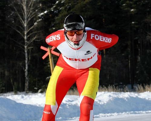 Peter van de Pol soleert op het Zweedse Runnmeer naar de zege in de vierde etappe van de Grand Prix.